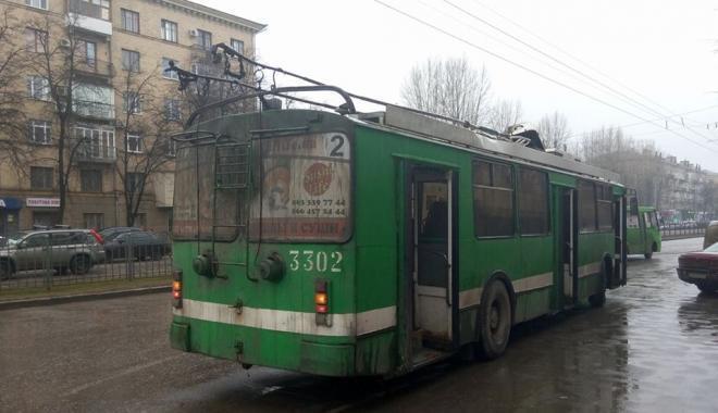 Троллейбус загорелся на проспекте Науки. Фото: NR