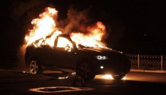 Спасти иномарку от огня не удалось. Фото: vashgorod.ru