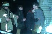 Молодых людей вытащили из бункера. Фото: облГСЧС
