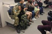 Военного остановили в метро. Фото: facebook.com/deynega