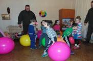 Гвардейцы проведали детей в детсаду. Фото: Владимир Хвостиченко