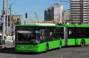 Одна из женщин упала в троллейбусе. Фото: times.kh.ua