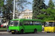Горожане просят маршрутчиков ездить чаще в час пик. Фото: sq.com.ua