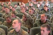 Начальство МВД встретилось с бойцами. Фото: пресс-служба облУВД