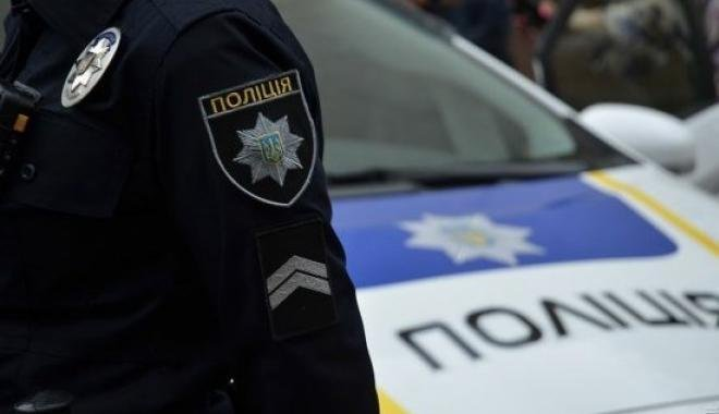 Полицейский вХарькове грозил продавцам иохранникам продуктового магазина