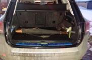 Мужчина вез оружие в багажнике и салоне авто. Фото: sai.gov.ua