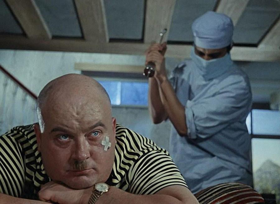 Пальцем в попу медсестры доктора