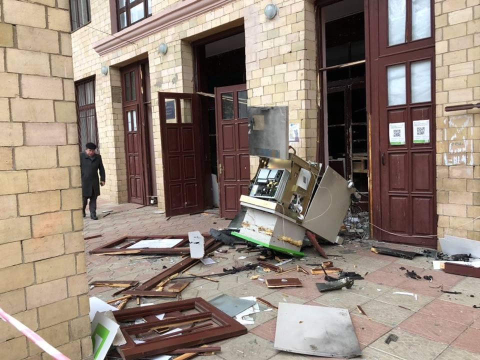 Бандиты подорвали банкомат и похитили оттуда 200 тысяч гривен (ФОТО)