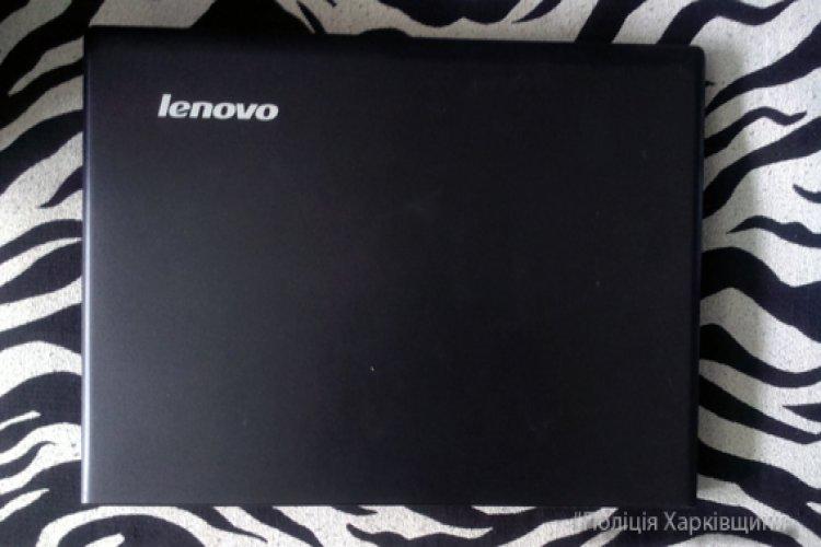 В одном из домов воры украли ноутбук и деньги. Фото: hk.npu.gov.ua