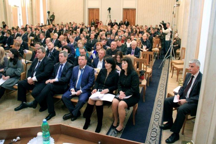 На сессии было заявлено 68 вопросов. Фото: oblrada.kharkov.ua