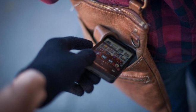 Картинки по запросу кража з карману телефону
