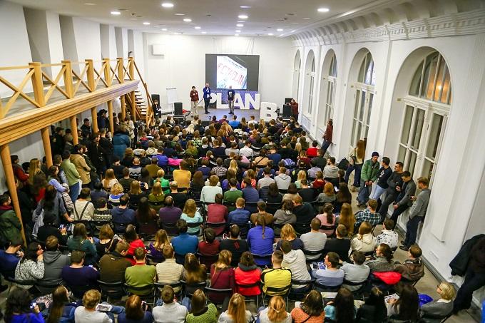 gosti_na_konferenciyi_plan_b.jpg