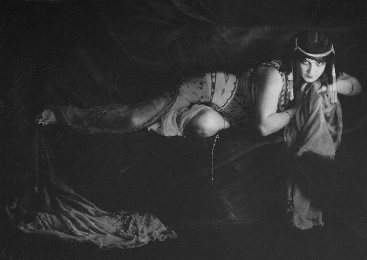ida_rubinshteyn_1909.jpg